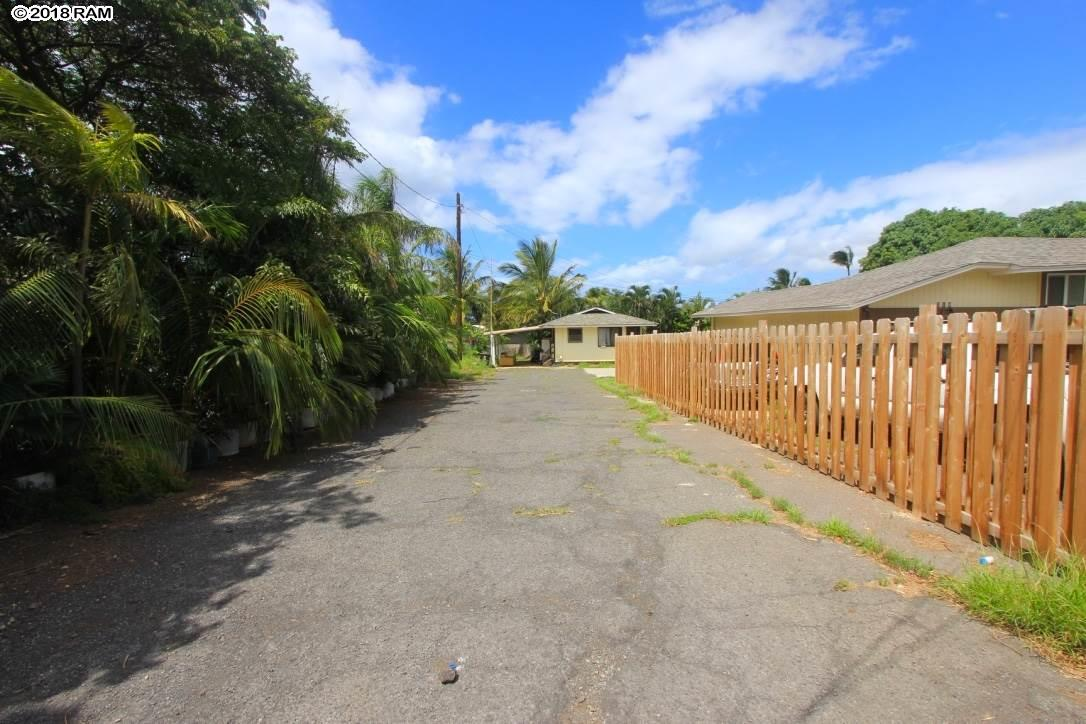 222 Kenolio Rd in North Kihei