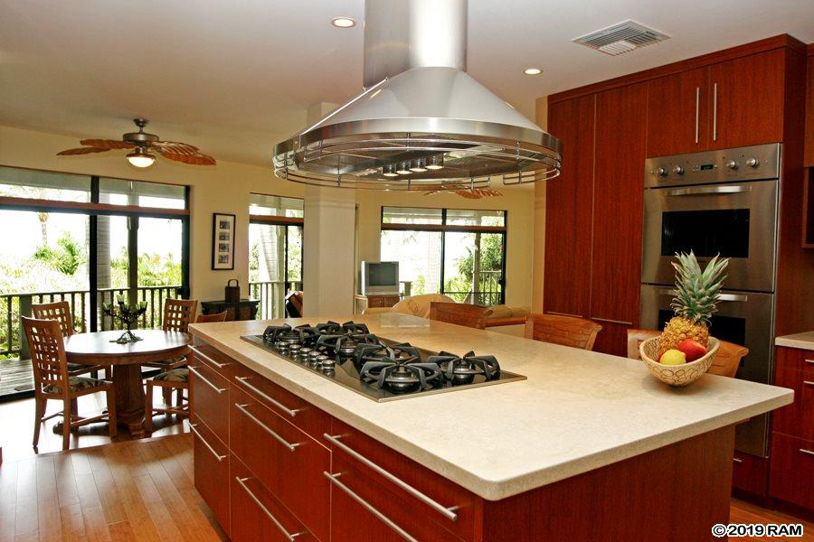 563 Mikioi Pl in Maui Meadows